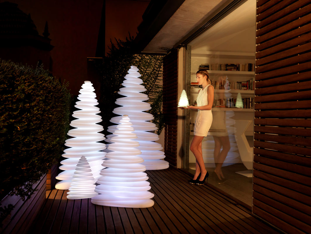 chrismy-outdoor-lamp-vondom-core-furniture-lifestyle-2