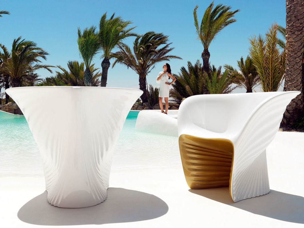 Biophilia-Furniture-Chair-Design-under-Modern-Decoration-as-Outdoor-Space-Used-White-Color-Style-as-Home-Inspiration