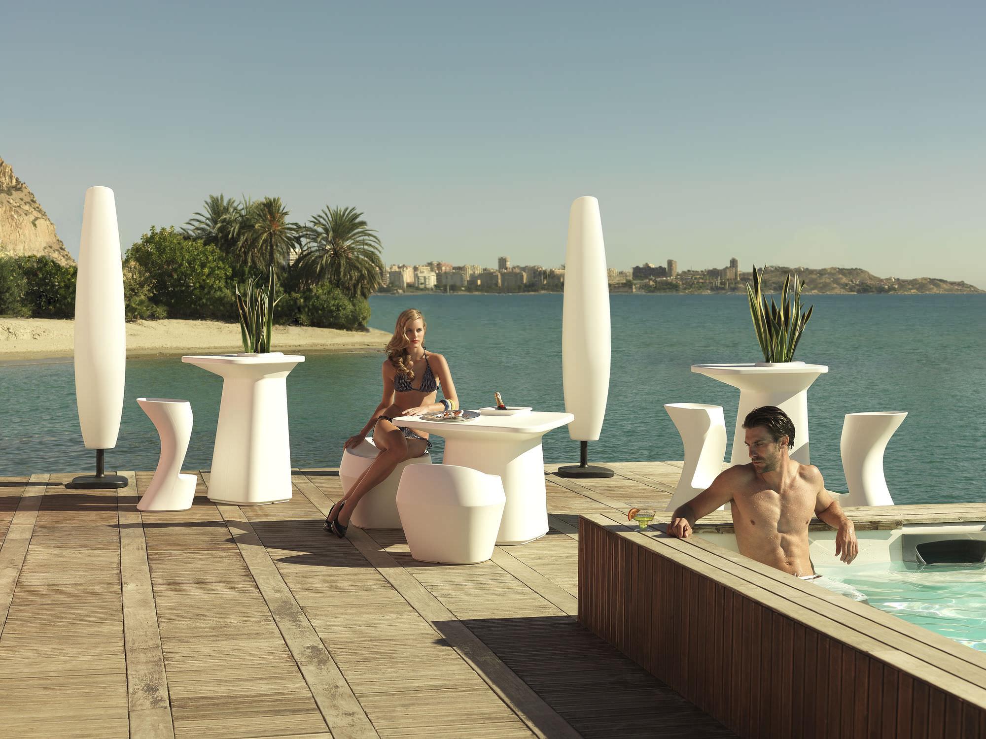 blanca-lamp-vondom-core-furniture-lifestyle-4