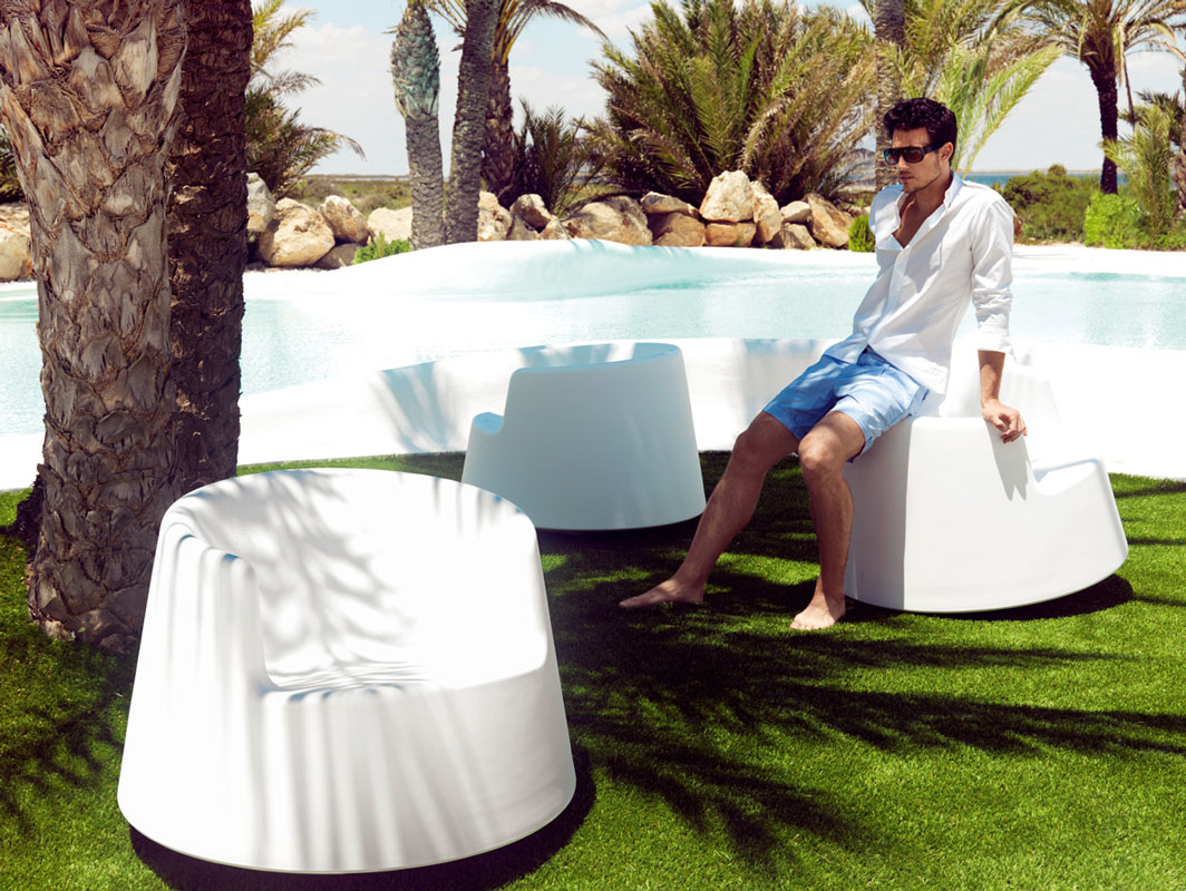 roulette-rocking-chair-vondom-core-furniture-lifestyle-3