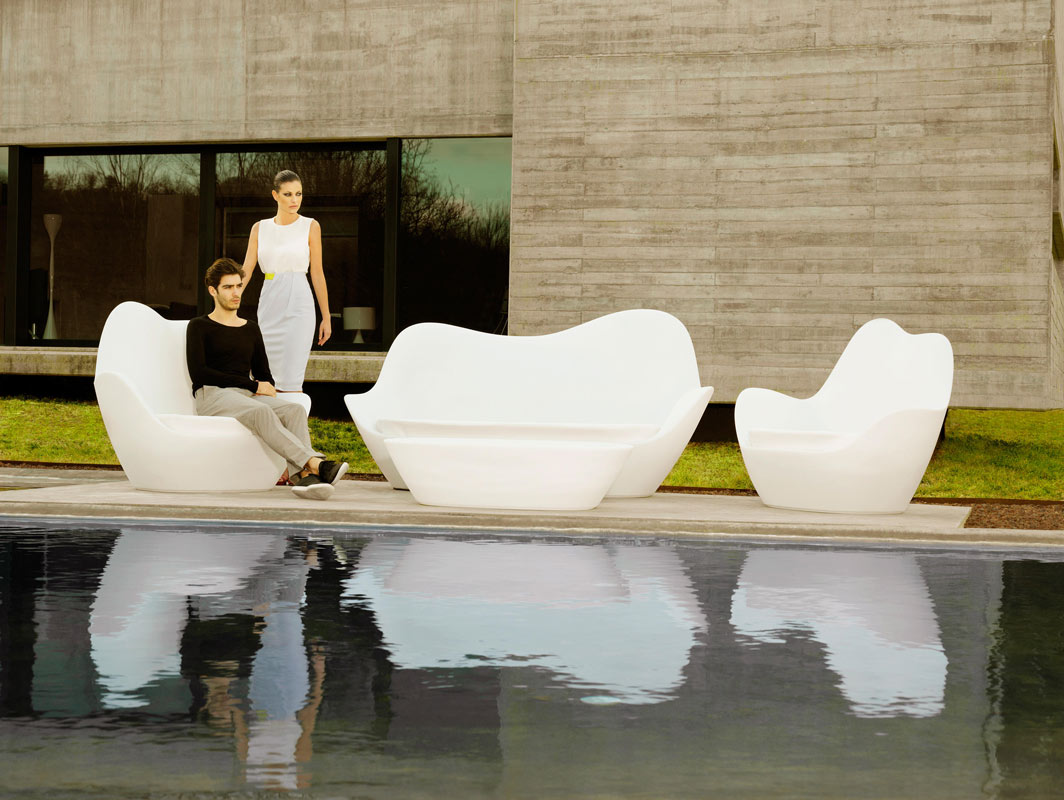 sabinas-lounge-chair-vondom-core-furniture-lifestyle-2