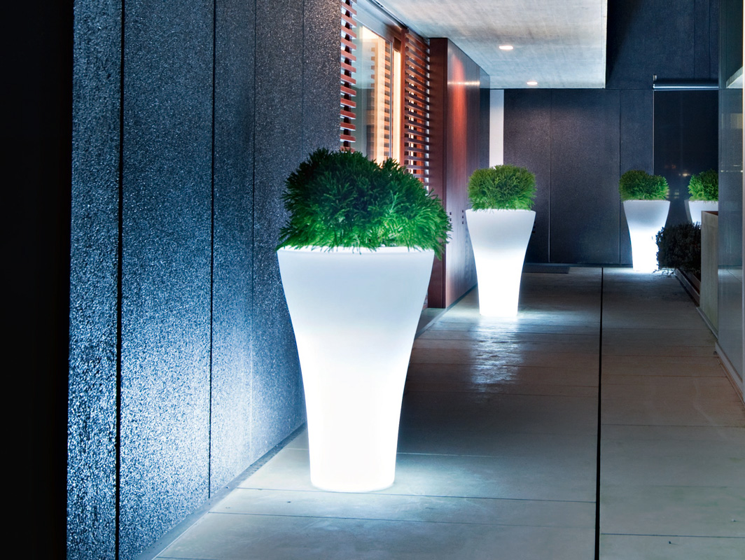 ming-illum-planter-serralunga-core-furniture-lifestyle-1