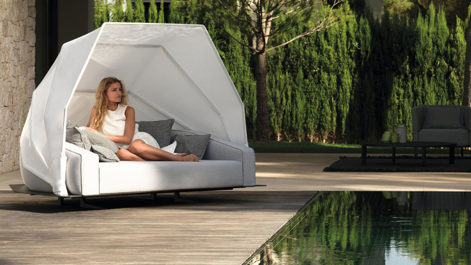 eden-daybed-talenti-core-furniture-lifestyle1