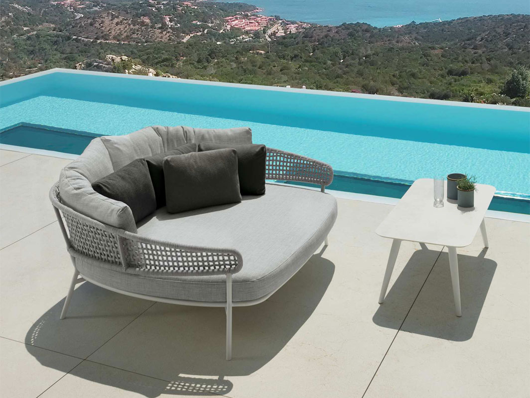 moon-alu-daybed-talenti-core-furniture-lifestyle1